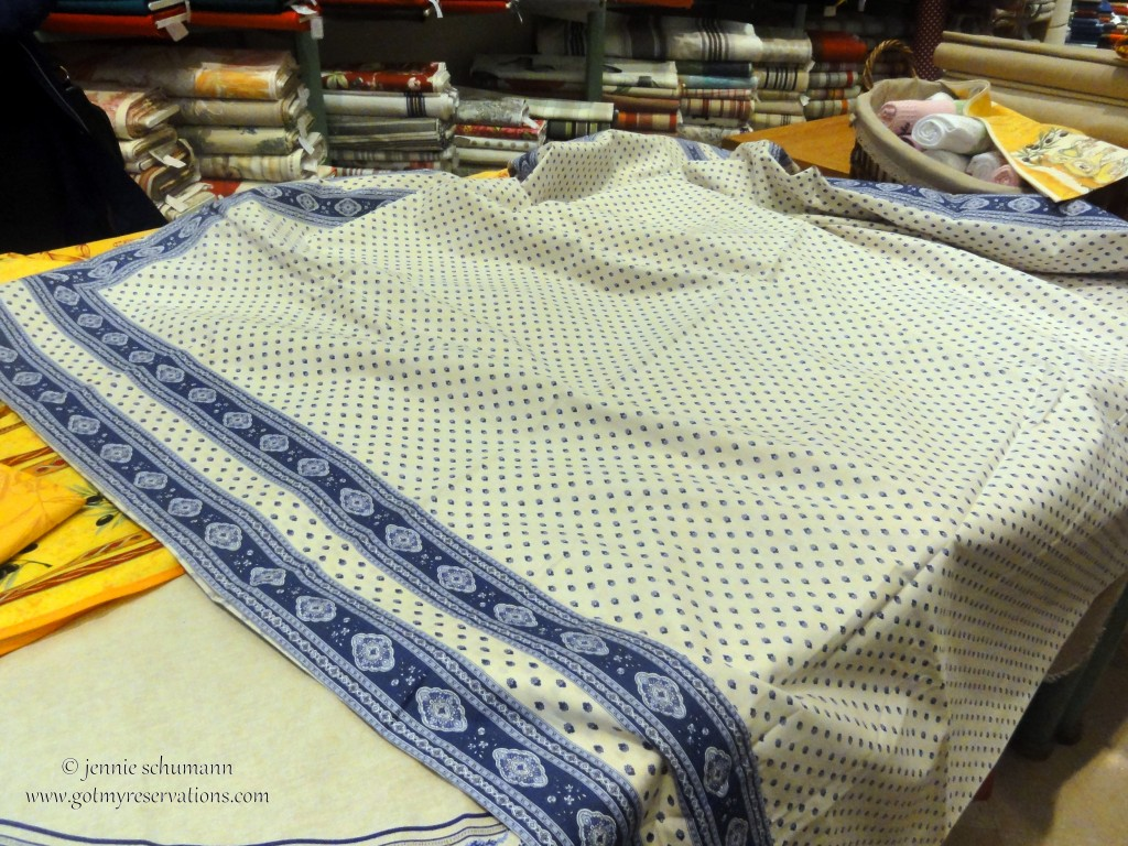 GotMyReservations -- La Victoire in Aix-en-Provence Lined Tablecloth