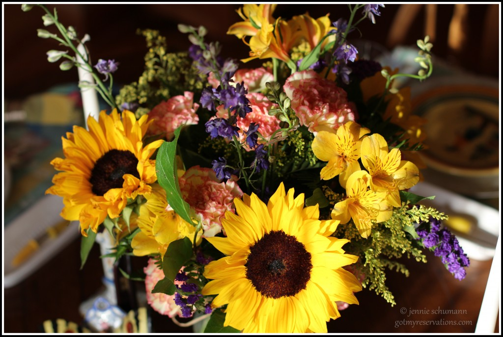 GotMyReservations -- Sunflower Tablescape Centerpiece
