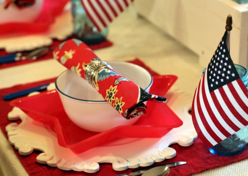 GotMyReservations Stars and Stripes Tablescape Plate Stack